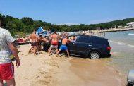 Министерство на туризма глоби концесионера на плаж Перла, допуснал джип до водата/видео/