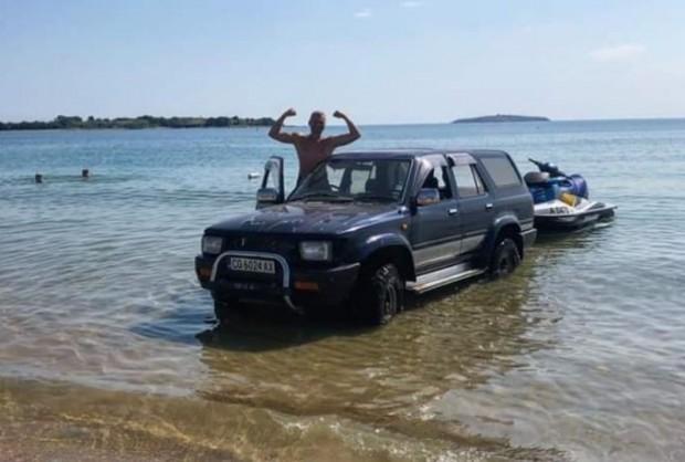 По-добрият джип от софийските села:  Батка позира гордо с трошка в морето