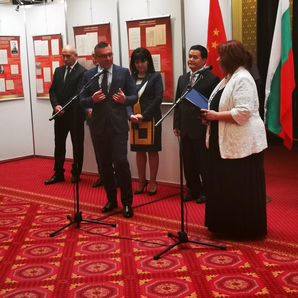 Изложба, посветена на 70-годишнината от дипломацията между България и Китай, бе открита в НС