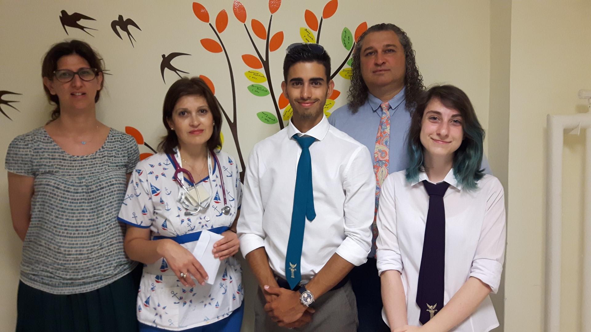 Ученици събраха 1 100 лева за недоносените бебета. Дариха парите на УМБАЛ Бургас