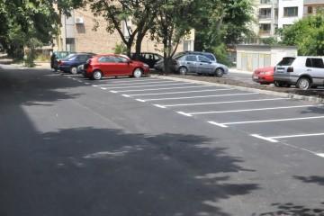 """Общината изгради паркинг с 50 места до бл. 41 в жилищен комплекс """"Лазур"""""""