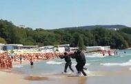 Учение на НАТО стресна туристи на плажа във Варна, въоръжени до зъби командоси атакуват брега/видео/