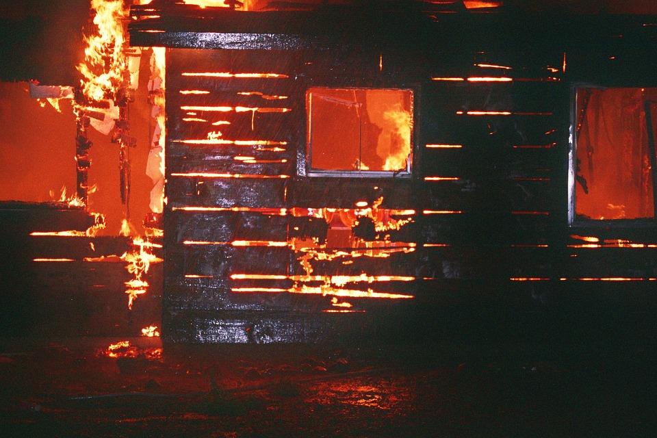 Пожарът до с. Скала погълна пет къщи, няма пострадали