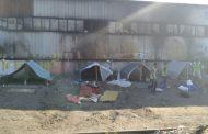 Община Бургас и полицията премахнаха незаконен ромски катун