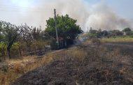 Пожар изпепели изоставени постройки в Банево