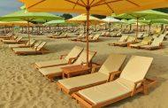 Статистиката отбелязва ръст на нощувките през юни, на фона на снимките на празни плажове в социалните мрежи