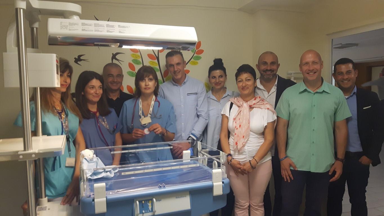 УМБАЛ Бургас получи термолегло за недоносени бебета, купено с пари от благотворителни бягания