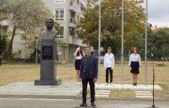 """СУ """"Иван Вазов"""" Поморие вече има впечатляващ бюст паметник на своя патрон"""