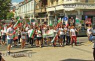 """500 в Бургас скандираха """"Долу ръцете от нашите деца"""" срещу норвежкия модел /видео/"""