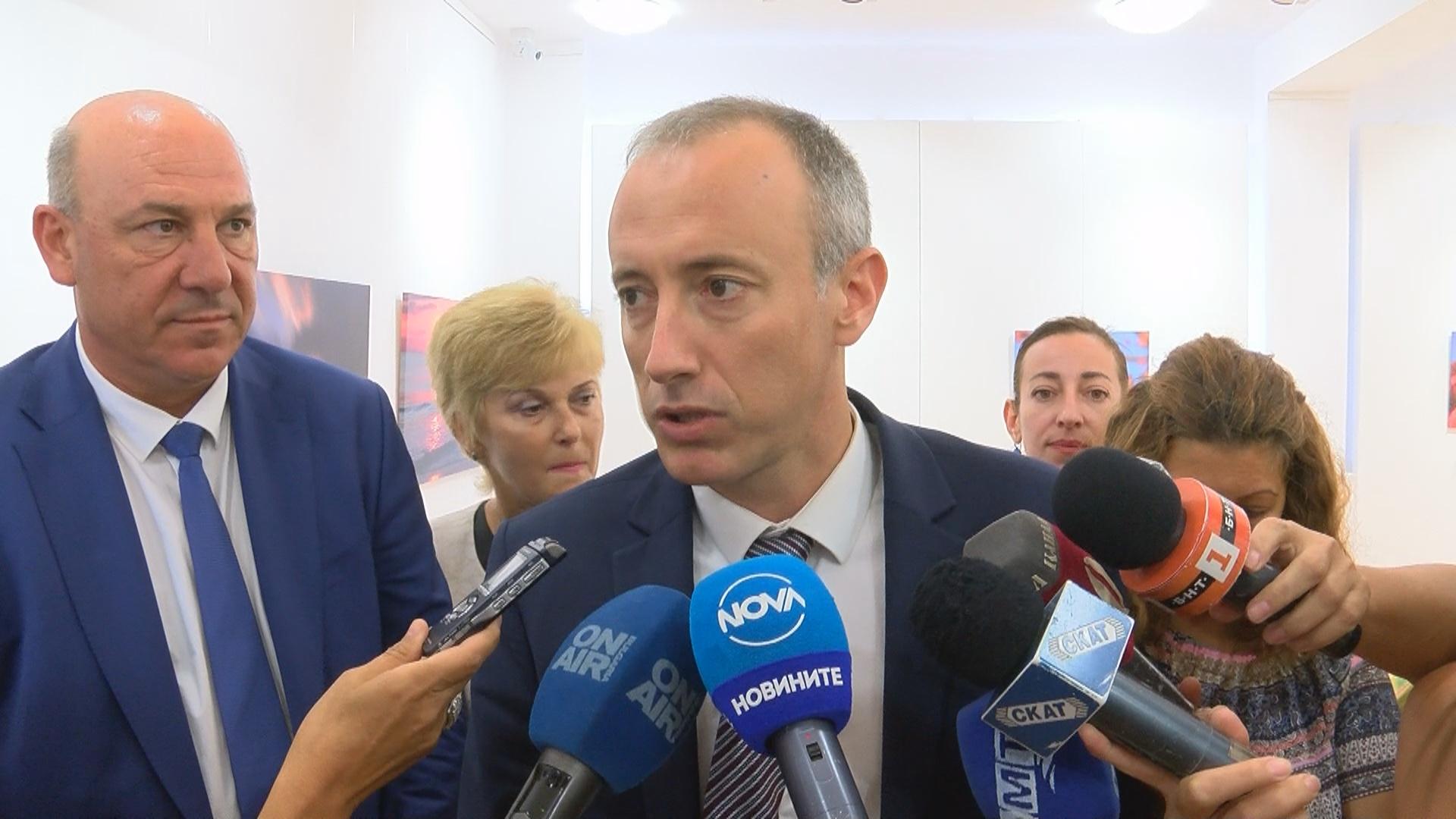 Просветният министър в Поморие: Няма учители, но мерките сработват