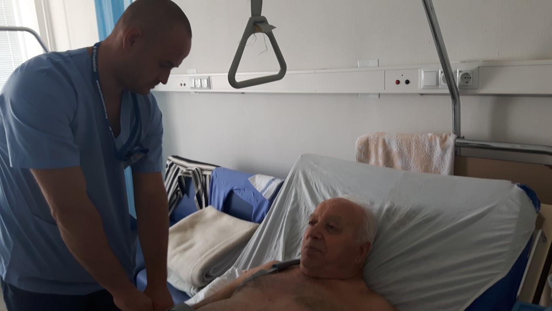За първи път в Бургас – ортопеди взеха кост от крака на пациент, за да спасят ръката му