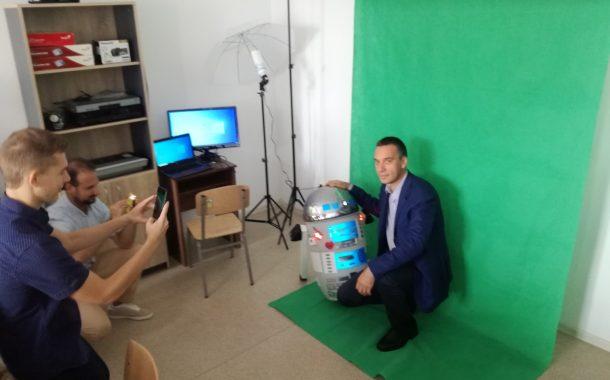 Впечатлиха Николов в Електрото. Гимназията обучава бъдещи IT специалисти