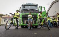 Ученици от гимназията по транспорт в Бургас участваха в демонстрация с камион за безопасно движение на пътя