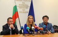 """Министър Ангелкова: Оказваме пълно съдействие на клиентите на """"Астрал Холидейз"""""""