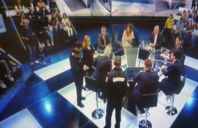 И това видяхме: Политически дебат в телевизията майка под зоркото око на... жандармеристи