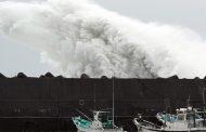 Мощен тайфун удари Япония, има жертви и десетки ранени /видео/