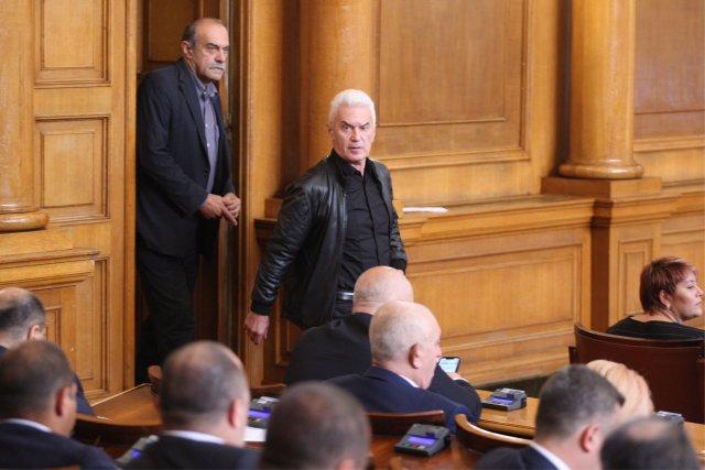Сидеров напусна НС, гласуваха оставката и на Лиляна Павлова