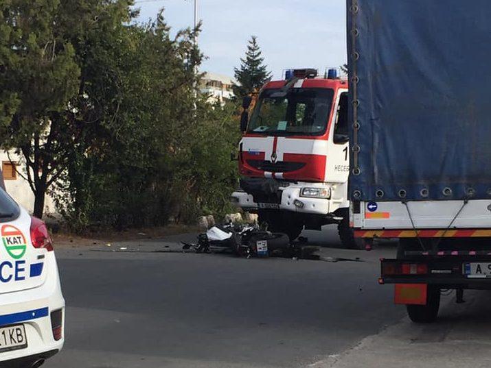 Моторист почина, след като беше блъснат от пожарна в Слънчев бряг