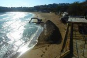 Огромна дупка цъфна на централния плаж в Созопол