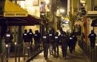 Кола се вряза във войници край Париж