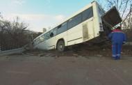 Автобус с 35 пътници пропадна в канавка на пътя Пловдив - Марково