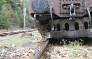 Спряха влаковете между София и Бургас. Греда паднала върху релсите