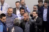 Протестиращи нахлуха в македонския парламент, има ранени