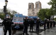 Стрелба в центъра на Париж, блокада на катедралата