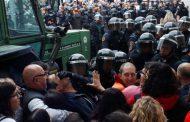 Националната полиция на Испания блокира повечето избирателни секции в Каталуния