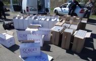 Полицаи се натъкнаха на натъпкан с цигари бус