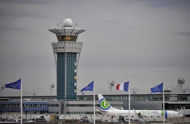 Мъж нападна военен патрул на парижкото летище Орли, застреляха го