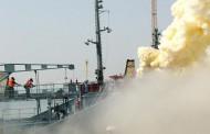Охлаждат гръмналия във Варна танкер