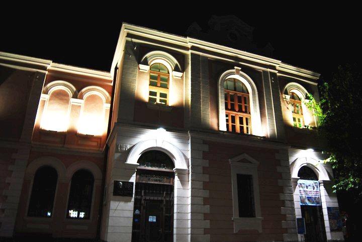 """Библиотекари и музейни работници окупират """"Тройката"""""""