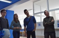 Бургаски ученици разговаряха с...