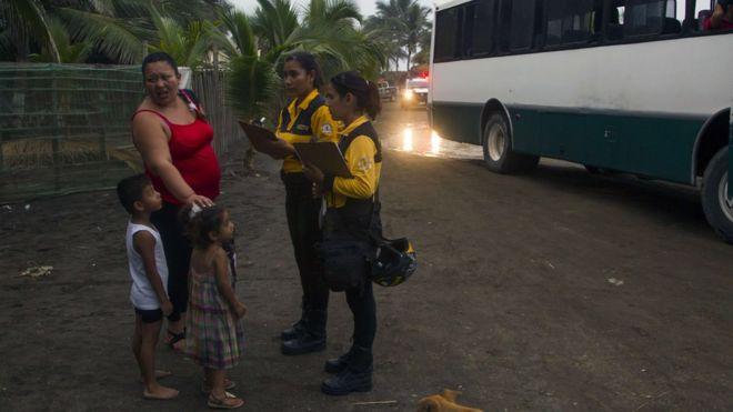 мексиканските власти започнаха да евакуират хората в застрашените райони