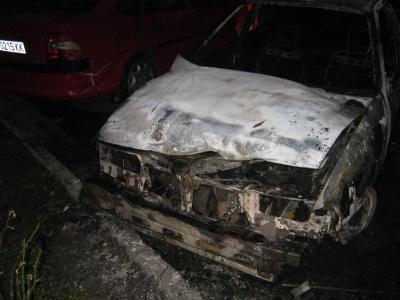 Четири коли горяха в