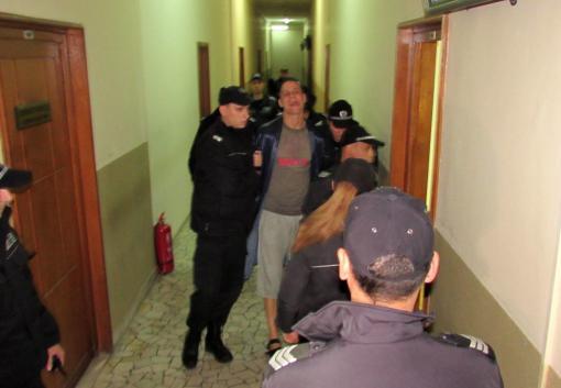 Съдят Малката Рижа за кражба на мотоциклет, крещял на собственика : Ще  те пребия!