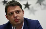 Депутатите отхвърлиха оставката на Делян Добрев