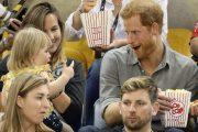 Забавно видео с принц Хари и малко момиченце обиколи мрежата/видео/