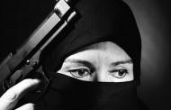 """Обсебена от """"Ислямска държава"""" уби майка си"""