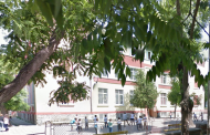 Бургаско училище прави подписка за ремонт на опасни руини
