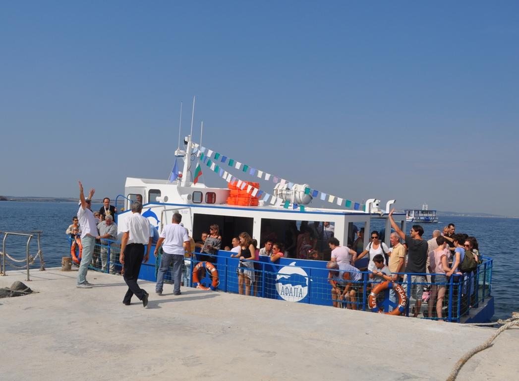 Остров Свeта Анастасия ви очаква в събота с вкусни миди на тенекия и музика на живо
