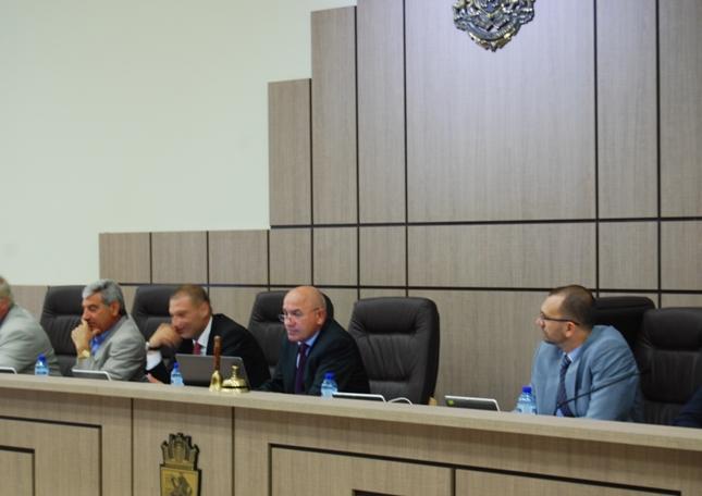 Важни предложения ще бъдат разгледани по време на утрешното редовно заседание на местния парламент