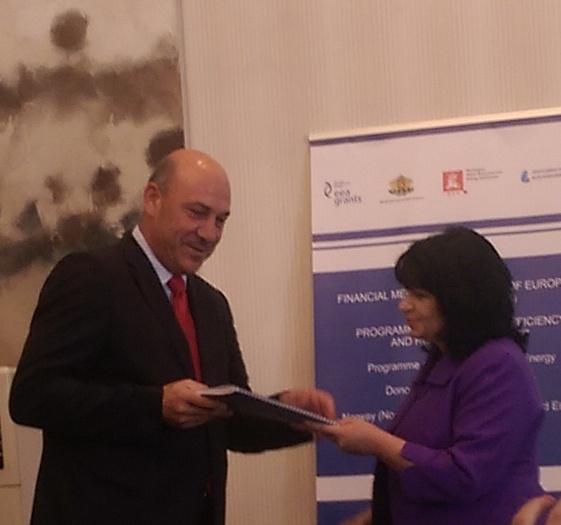 Връчиха договора за енергийна ефективност на МБАЛ Поморие