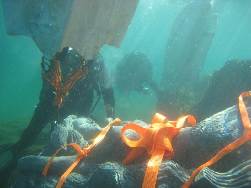 Пуснаха красива русалка на морското дъно край Приморско /СНИМКИ/