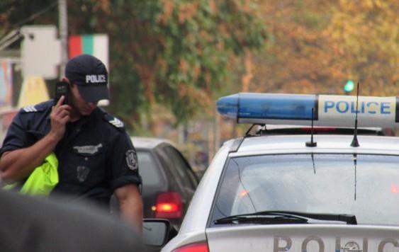 Криминално проявен скъса пагона на полицай в Средец