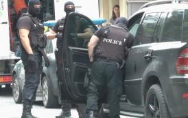 Задържаха трима мъже в Несебър за лихварство, тормозели физически жертвите си