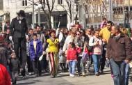 Цирково шествие и лазарки по улиците на Бургас /видео/