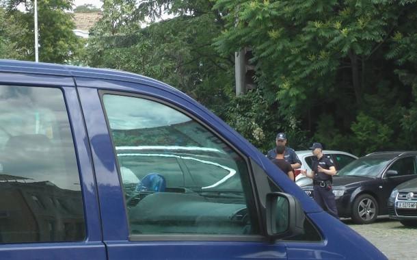 Задържаха за 72 часа мъж и жена нападнали двама полицейски служители в Айтос