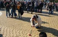 Полицаите освиркаха депутатите пред парламента, хвърляха стотинки